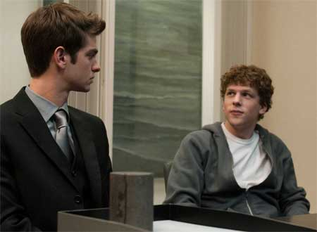 Mark Zuckerberg e Eduardo Saverin no filme A Rede Social