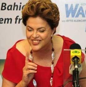 Dilma de vestido vermelho