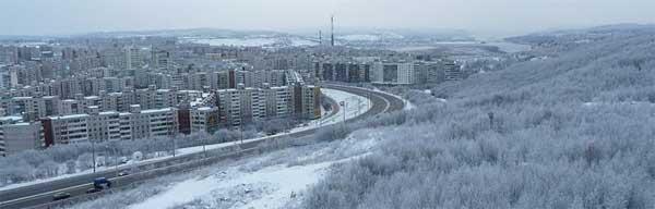 Como seria a vida neste conjunto residencial em Murmansk, cidade russa acima do círculo ártico? A letargia da paisagem tem uma dinâmica Saturno-Netuno.