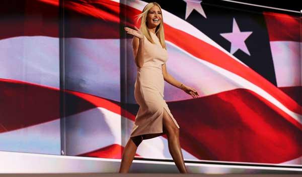 Ivanka Trump desfilando.