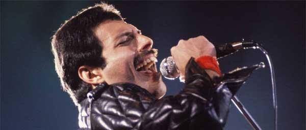 Freddie Mercury no palco